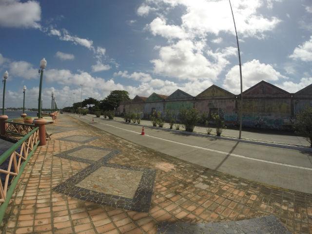 Palco de um dos principais processos de resistência à verticalização da cidade, o Cais José Estelita é também um dos melhores mirantes do Recife. Fica depois do Viaduto das Cinco Pontas. Pare, mas não demore. A área costuma estar, infelizmente, sem policiamento.