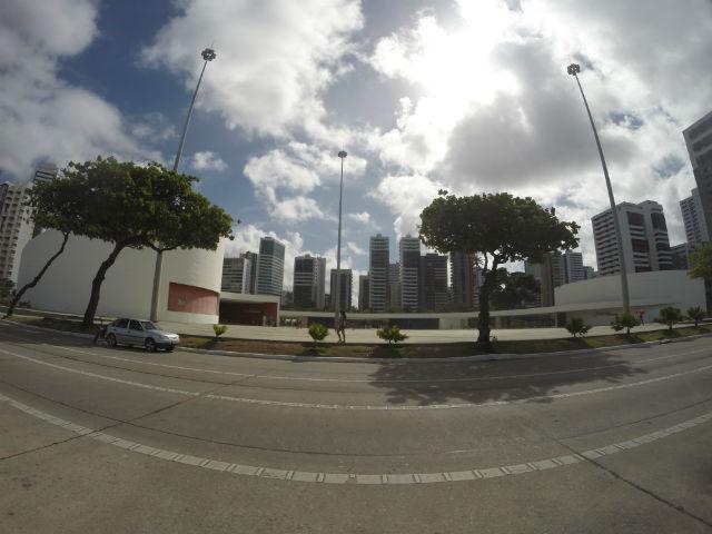 O Parque Dona Lindu foi projetado por Oscar Niemeyer. Ele possui a única pista de skate do Norte e Nordeste em formato bowl, além de um teatro para mais de 500 pessoas e uma galeria de arte.