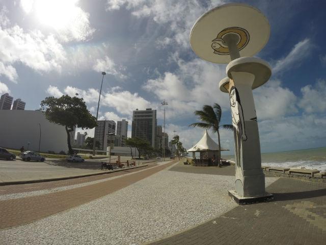 Com 7km de extensão, a orla da Praia de Boa Viagem é uma das única áreas da cidade com ciclovia. Além de parar nos quiosques para tomar água de coco e provar o caldinho, o ciclista pode chegar até o Parque Dona Lindu, obra do arquiteto Oscar Niemeyer.