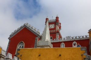 A arquitetura do Palácio impressiona pela diversidade de formas e cores.