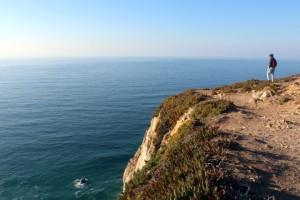 Local possui um paredão rochoso de 140 metros de altura.