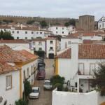 Óbidos parece ainda viver no passado, com a vida pacata e as casas antigas.