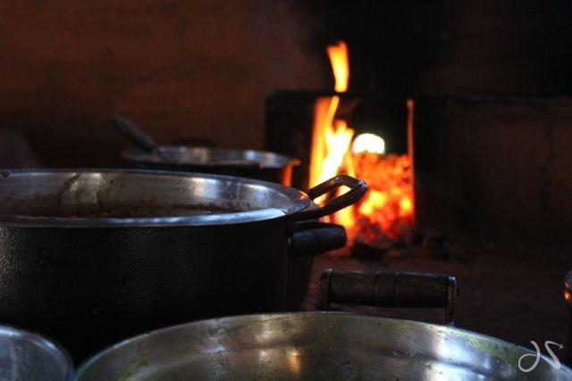 comida fogão a lenha